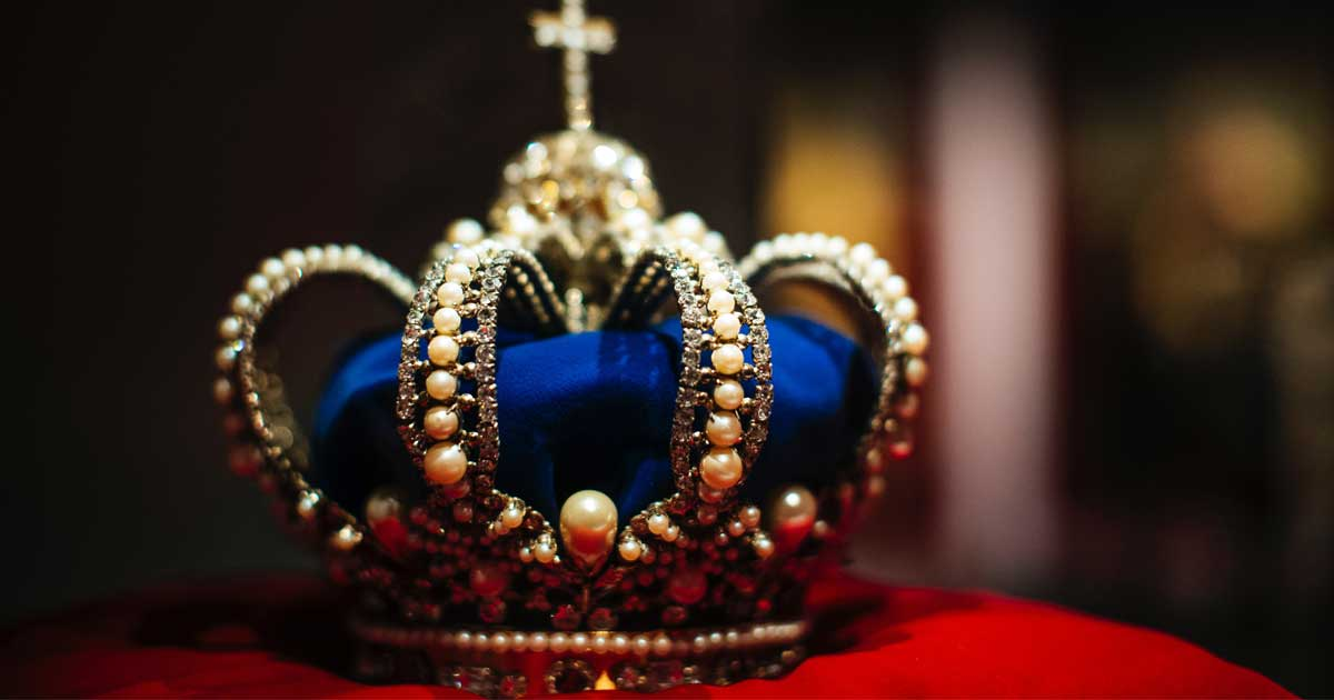 Royal crown featuring pearls and velvet
