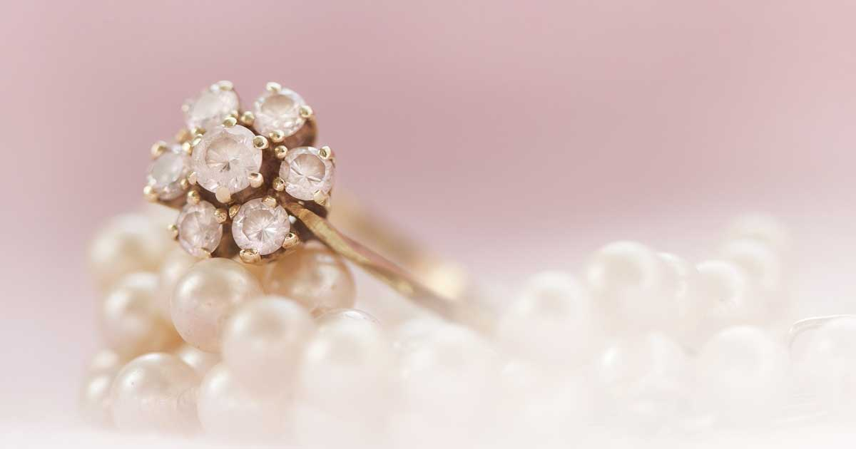 You can never go wrong by combining pearls with diamonds.